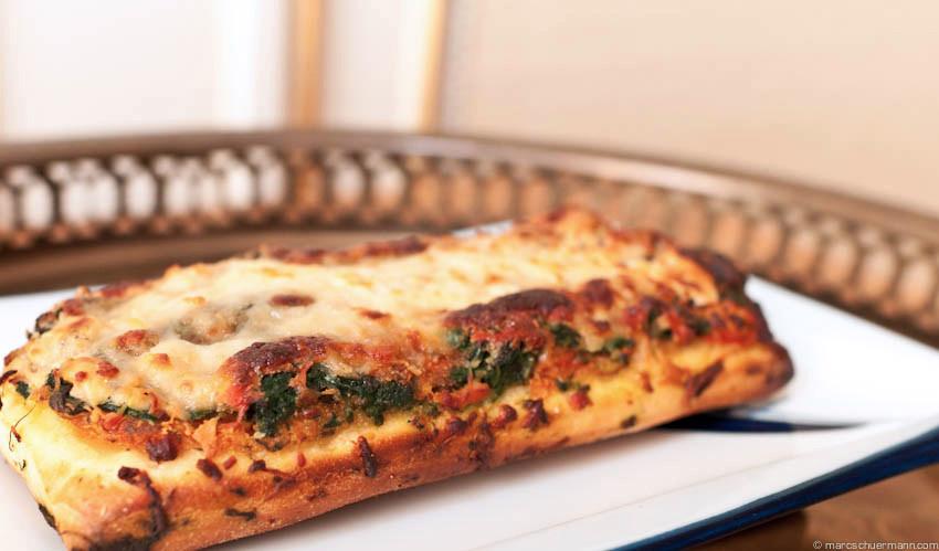 <h5>Focaccia Spinat Käse</h5>