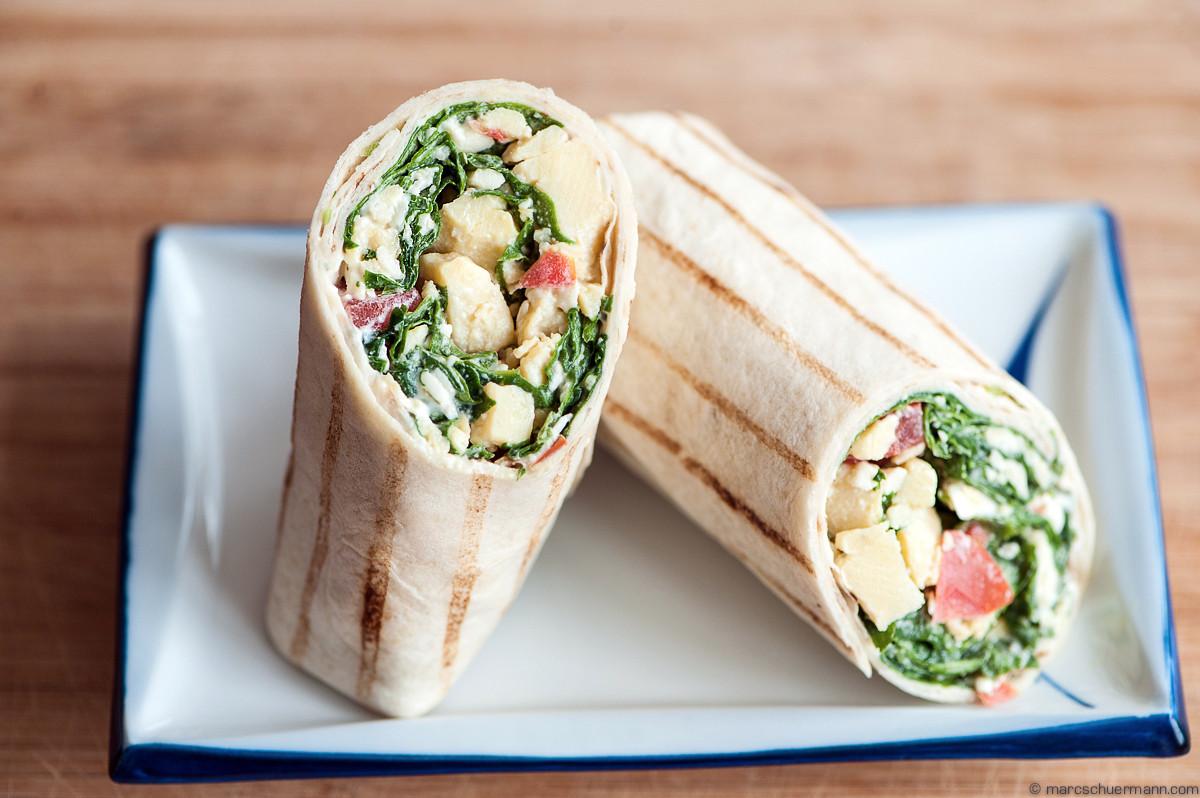 <h5>Breakfast-Wrap mit Ei, Spinat und Tomaten</h5>