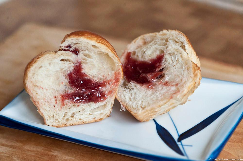 <h5>Butter-CroFin mit Erdbeeren</h5>
